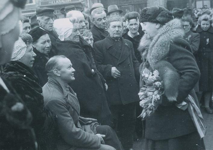 Z.M.K. Wilhelmina bezoekt de Irenemannen in Middelburg, maart 1945
