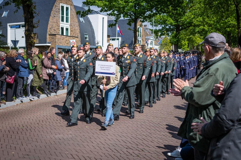 Bravo Compagnie in Bevrijdingsdefilé