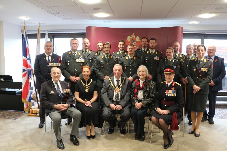 De Fuseliers met de Mayor van Wilverhampton